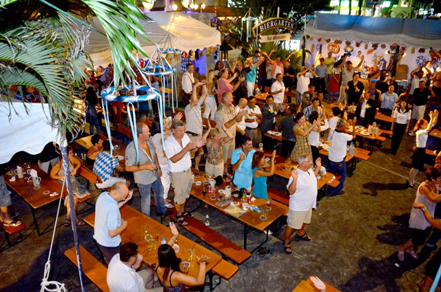 Clubbing at hua hin brewing company hua hin for Outdoor furniture hua hin